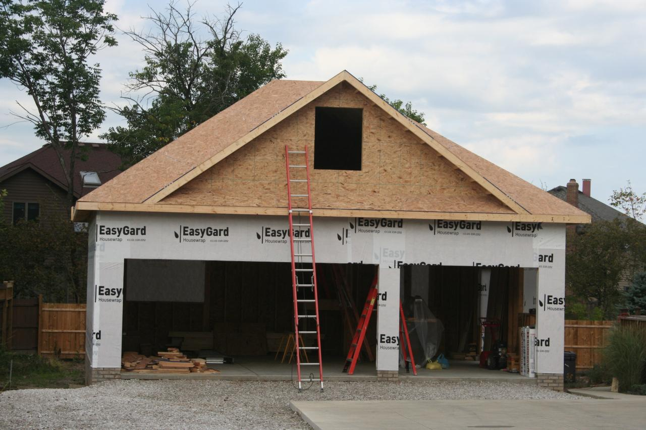 Nest Homes Construction North Royalton 3 Car Garage With